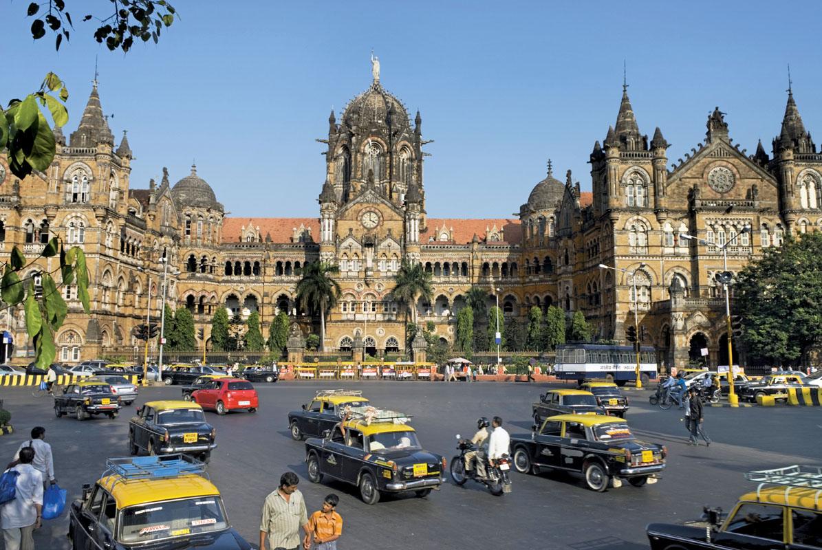 Nhà ga xe lửa Chhatrapati Shivaji ở thành phố Mumbai